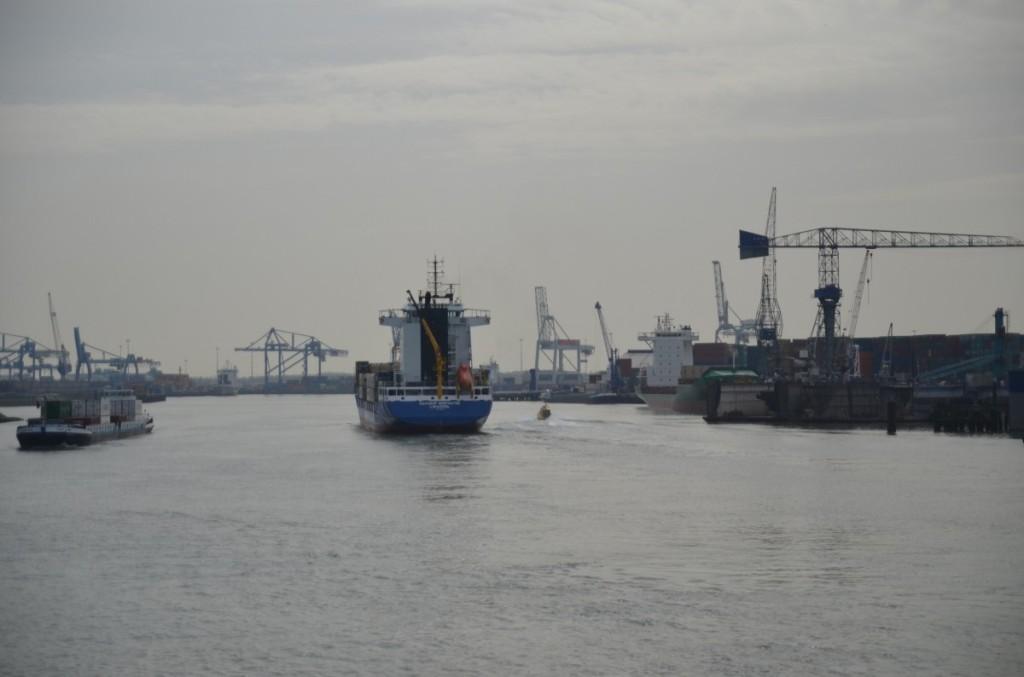 Bild: Rotterdam  Frachthafen Pausenblicke
