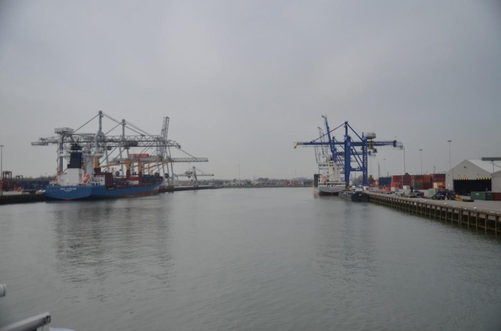 Bild: Rotterdam  Kranschiffe Pausenblicke