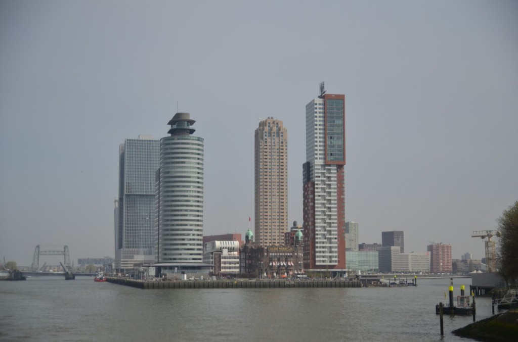 Bild: Rotterdam  Wolkenkratzer Pausenblicke