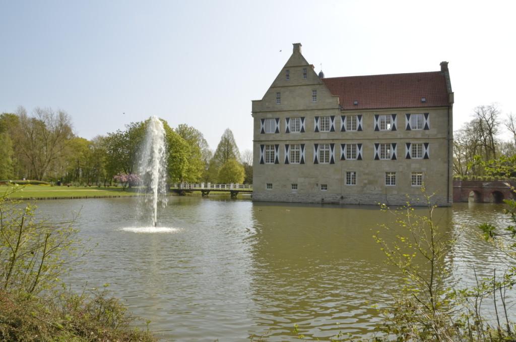 Bild: Burg Hülshoff, typische münsterländischen Wasserburg