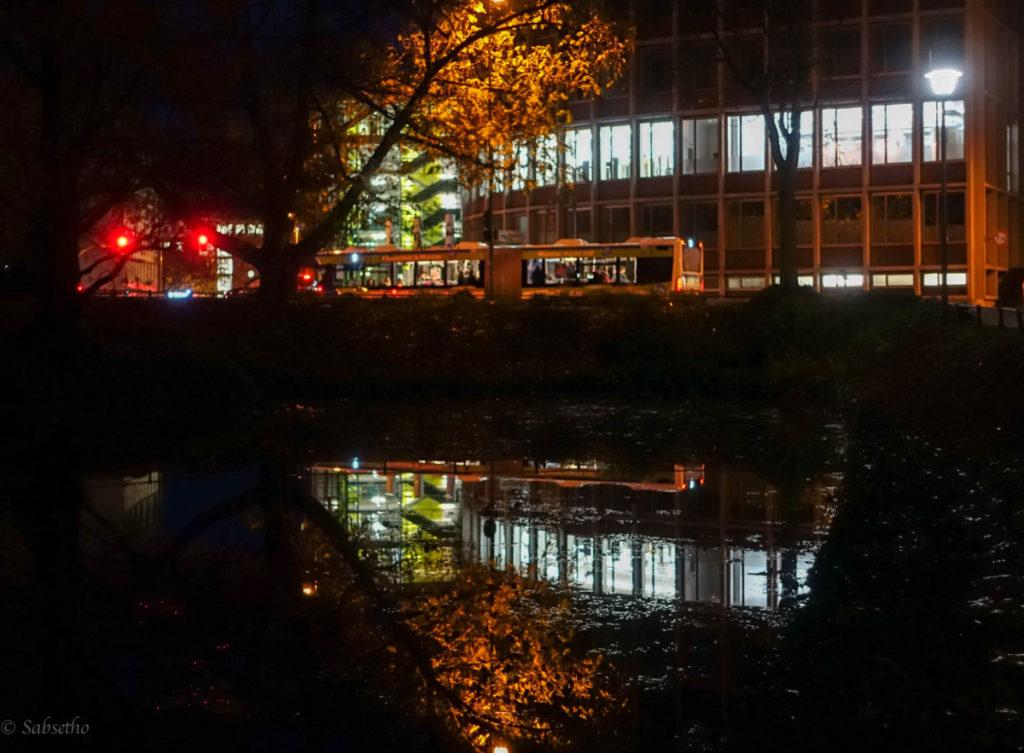 Bus im See gespiegelt Pausenblicke Münster Münsterland